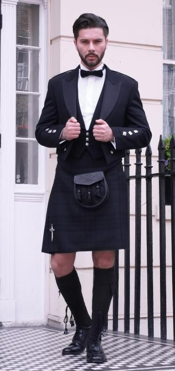 Highland Shadow Outfit