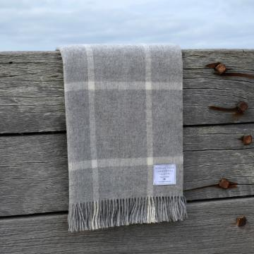 Grey and ecru windowpane blanket in fine lambswool