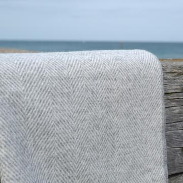 Grey and ecru herringbone blanket in fine lambswool