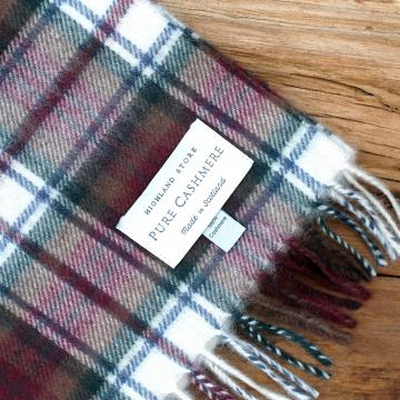 Cashmere scarf in the traditional Dress MacDuff Tartan