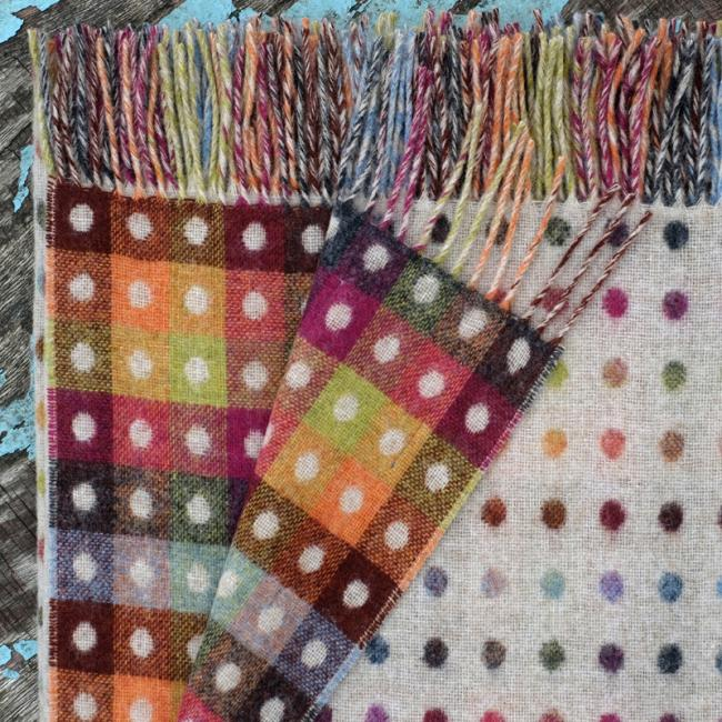 Beige lambswool blanket with multicoloured dots