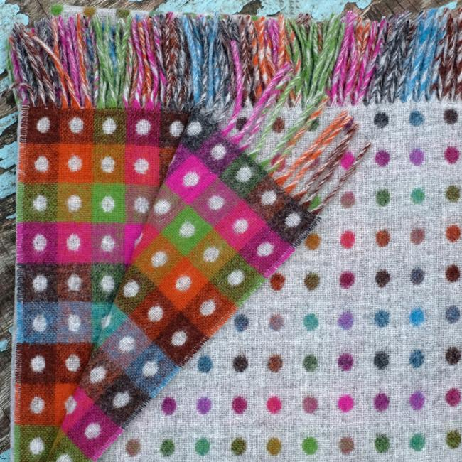 Grey lambswool blanket with multicoloured dots