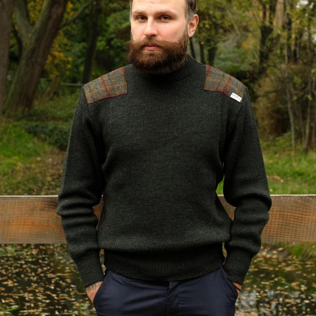 CREW NECK MILITARY STYLE JERSEY WITH HARRIS TWEED SHOULDER PATCHES IN DARK GREENCREW NECK MILITARY STYLE JERSEY WITH HARRIS TWEED SHOULDER PATCHES IN DARK GREEN
