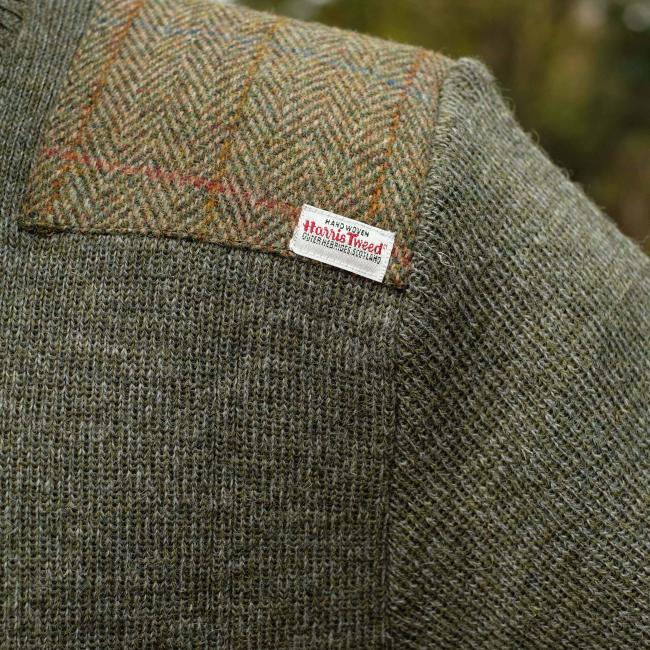 CREW NECK MILITARY STYLE JERSEY WITH HARRIS TWEED SHOULDER PATCHES IN LIGHT GREEN
