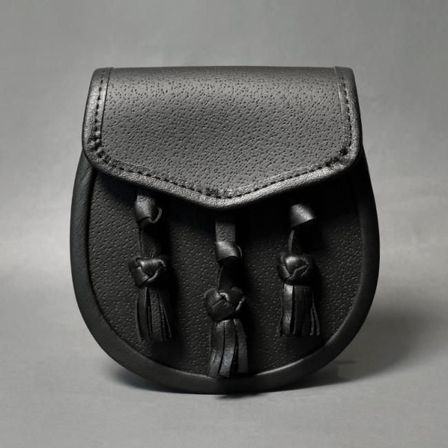 Plain Black Leather Day Sporran with Knotted Tassels