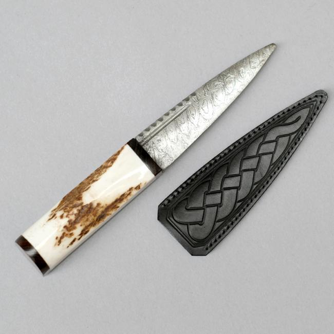 Sgian Dubh with Stag Horn Handle and Damascus Blade